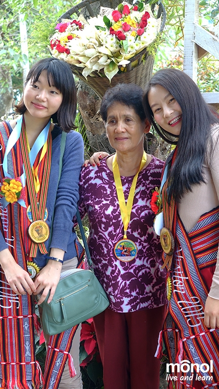 Just like long-time friends. Monica and Penny strike a cozy and friendly pose with Mayor Edna Tabanda of La Trinidad after the awarding of symbolic keys.
